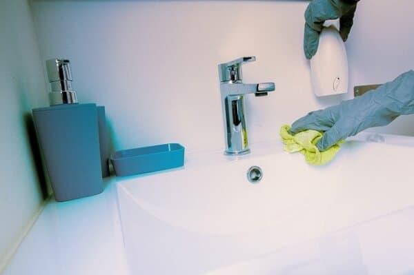 למה עדיף חברת ניקיון ולא לנקות לבד?